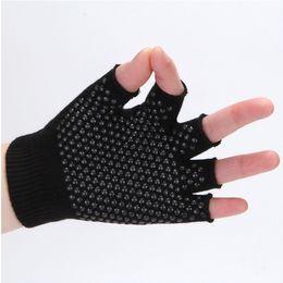 Außenhandel Großhandel Baumwolle Yoga Socken Frauen Yoga Profi-Bekleidung rutschfeste Sport Reithandschuhe offene Zehenhandschuhe von Fabrikanten