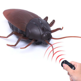 toy bugs insects Promo Codes - Remote Control Mock Fake Cockroach Toy Prank Insects Joke Scary Trick Bugs M09