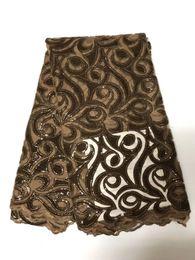 merletti in seta africani Sconti 2018 Ultimi disegni popolari Colore oro Tessuto 5 yards Tessuto africano del merletto Sequins di alta qualità Tessuto di pizzo George seta velluto