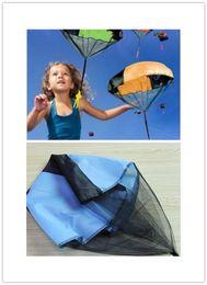 Lanciatore paracadute terra UFO Sky Diver con figura Soldato Bambini Bambini Sport all'aria aperta Giocare Giocattoli Migliori regali di Natale Child Parachuts XJ 005 da