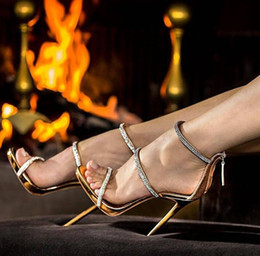 2019 дамы красивые насосы Сексуальные золотые высокие каблуки открытым носком лодыжки ремень каблуки сандалии красивые женщины насосы шпильках блеск горный хрусталь насосы обувь леди скидка дамы красивые насосы