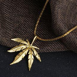 Chaîne d'or de conception de feuille en Ligne-Vente chaude Nouveau Design HipHop CollierPendant Maple Leaf Pendentif Longue Or Argent Chaîne Hip Hop Bling Collier pour Hommes D794S