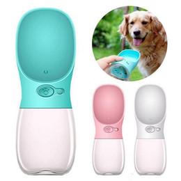 Bottiglie d'acqua alimentatori online-350 ml pet cane bevitore bottiglia di acqua gatto erogatore di bevande sport all'aria aperta alimentatore bottiglia di fedding alimentatori per cani 12 pz T1I754
