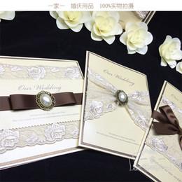 papierschneidvögel Rabatt Hochzeitseinladungen Luxus High Eed benutzerdefinierte Spitze Perlen Hochzeit Party bedruckbare Einladungskarten Band mit Umschlag Karte versiegelt