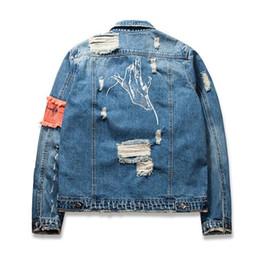 ddf416c3d5 jaqueta jeans destruída Desconto 2018 gesto destruído jeans jaqueta bordado  com zíper homem da frente rua