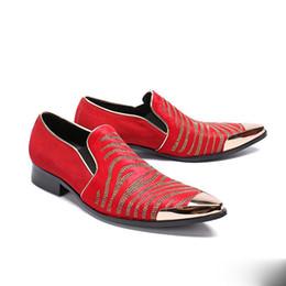 Fotos dos homens quentes coreanos on-line-New apontou cabelo vermelho cavalo sapatos de couro de perfuração quente versão coreana da primavera e outono banquete de casamento do noivo foto sapatos masculinos