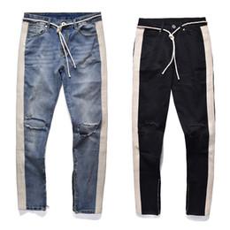 Белые сшитые джинсы онлайн-Черный значок 2018 ретро деним - синий черный мужчины отверстие джинсы разорвал разрушенные мужские джинсы хип-хоп белая полоса шить нижняя сторона молнии джинсы