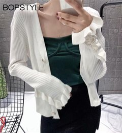 Rüsche strickjacke online-Fall Winter 2018 Women V-neck Ruffle Patchwork Sleeves Knit Cardigan Sweater - Ladies Black White Knit Cardigan Front Buttoned