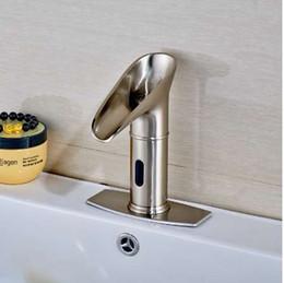 Couvercle de la plaque du robinet en Ligne-Robinet mélangeur de luxe de salle de bains de robinet de sens de nickel balayé monté par plate-forme de luxe mené avec le plat de couverture de 6 pouces