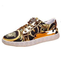 Wholesale thread embroidery dresses - Fashion bean shoes, gold thread embroidery, fashionable men's casual shoes, comfortable , lazy shoes, fine paint leather driving shoe dh2h28