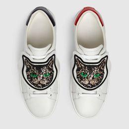 Canada Hommes Femmes Baskets De Luxe Brodées Paillettes Chat Casual Chaussures Baskets De Designer Bas Haut Patch amovible Chaussures En Cuir Blanc Taille 35-46 cheap embroidered patch women Offre