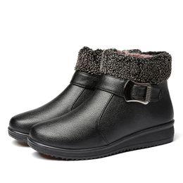 Botas de neve velhas on-line-O inverno 2018 botas novas da neve aquece botas para mulheres no couro ocasional do meio e da idade avançada