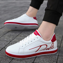 Белые туфли плоские самец онлайн-Men's White Leather Casual Shoes Sneakers Brogue Style Fashion Flats  Spring Autumn Male Shoes Loafers Men