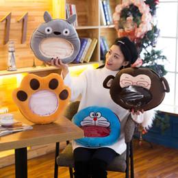 neue kissenbezug design Rabatt Kreative Kissenbezüge Neues Design Große Größe Perspektive Transparenz Warme Hände Halten Kissen Hochwertige Tragbare Handkissen Zum Verkauf