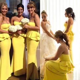 Vestido de dama de honra de cetim amarelo cetim on-line-2018 Elegante Querida Amarela Sereia De Cetim Longo Dama De Honra Vestidos Peplum Babados Formal Do Convidado Do Casamento Dama De Honra Vestidos