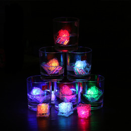cubi decorativi Sconti Luci a led Policrome Flash Party Lights LED Glowing Ice Cubes Lampeggiante Lampeggiante Decor Light Up Bar Club Wedding