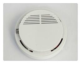 Sistema do detector de fumo com o sensor estável do alarme de incêndio da sensibilidade alta a pilhas 9V apropriado para detectar a segurança interna de