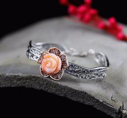 2019 braccialetti d'argento puro all'ingrosso La nuova cavità di modo ha scolpito il braccialetto di corallo delle rose di corallo per signora, commercio all'ingrosso d'argento fine fatto a mano puro dei monili Trasporto libero sconti braccialetti d'argento puro all'ingrosso