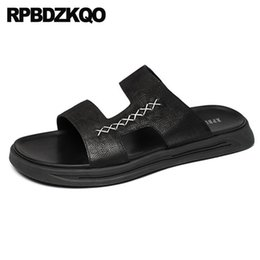 italian slippers shoe Promo Codes - Slip On Water Slides Shoes Flat Black Runway Men Sandals Leather Summer Italian Designer Waterproof Casual Slippers Open Toe