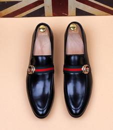 Argentina 2019 Lujosos zapatos de vestir de boda para hombres, negro, caballo, hebilla, diseñador, hombres, negocios, zapatos Zapatillas para fumar Tamaño de EE. UU .: 6.5-10 # 536 supplier size 6.5 shoes Suministro