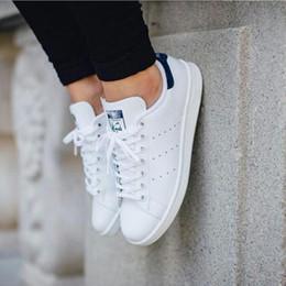 Estilos de zapatos casuales de los hombres online-2018 estilo clásico Stan Hoes hombres mujeres zapatos casuales 36-44 blancos musiales Stan Smith zapatos de skate