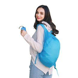 Borsa pieghevole ultraleggera online-Leggero nylon blu pieghevole zaino impermeabile zaino piegante del sacchetto Ultralight Outdoor Pack Per Donna Uomo Viaggi escursionismo