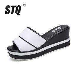 STQ 2018 verão mulheres chinelos dedo do pé aberto de espessura sola mulheres cunhas chinelos preto branco slides sandálias 9903 de
