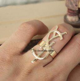 Personalidad de la moda caliente combinación de letras grandes costuras anillo estéreo influjo exagerado de personas desde fabricantes