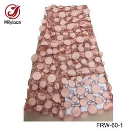 Afrikanisches glänzendes Spitzegewebe des Verkaufs 3d Blumenmuster Tüllspitze materielles französisches Nettospitze-Gewebekleid FRW-60 von Fabrikanten