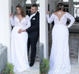 Unici più abiti da sposa di formato online-Sexy scollo a V profondo pizzo bianco Plus Size Abiti da sposa 2018 Maniche lunghe Unique Back Sheath Plus Size Dress For Bride Custom Made