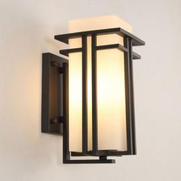 Lampade da balcone online-Lampada da parete esterna nera, metallo + vetro giardino lampada da parete esterna applique da parete, antico muro di portico balcone applique illuminazione
