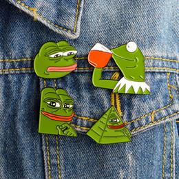 Miss bijoux en Ligne-Creative Miss Zoe la grenouille Pepe Sad Think Drink Drôle Animal mignon Denim Jacket Broches pour les femmes émail Pins Badge bijoux cadeaux hommes