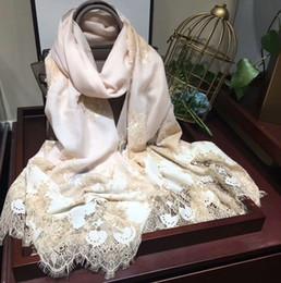 Bufandas de lujo Hermosa marca de diseño Cachemira Silenciador 230 * 70 cm Bufandas largas y chales Envolturas Bufanda gruesa de Pashmina Señora Bufanda de encaje femenino desde fabricantes