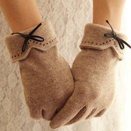 Перчатки с подогревом онлайн-Сенсорный экран Luva женские шерстяные перчатки зима для фитнес женщины вышивка PU лук открытый наручные варежки с подогревом флисовые перчатки