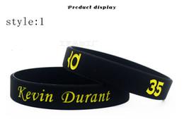 Braccialetti di gomma incandescenti online-commercio all'ingrosso di alta qualità bagliore nel braccialetto di gomma di sport di pallacanestro di sport di pallacanestro di gomma scuro per il regalo dei fan di Durant