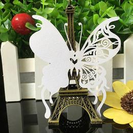 2019 cumprimentos do dia de mães 100 pcs 9 cores diy cartão do lugar de corte a laser borboleta convites de casamento copo de vinho de vidro papel cartão de nome festa de casamento decoração