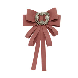 Broche de buena calidad online-Arco de la cinta Broches para Las Mujeres Moda Boda Broche Pin Corbata Joyería Accesorios de Cristal de Alta Calidad Buen Regalo