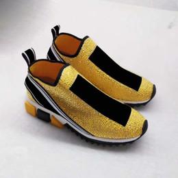 2018 zapatillas de marca de lujo más nuevos zapatos moda cristales de plata letras mujeres y hombres zapatos de calcetín rhinestone amarillo con caja tamaño 35-46 desde fabricantes
