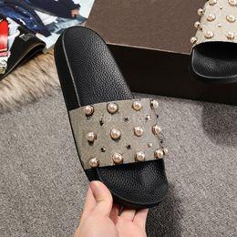 Yaz terlik tasarımcısı slaytlar kadın sandalet sandalet düz terlik moda boncuk ayakkabı en üst kalite ile tasarımcı flip flop cheap sandals flat bead nereden sandalet düz boncuk tedarikçiler