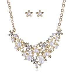 collana di perle per il giorno delle nozze Sconti Set di gioielli da sposa alla moda di lusso San Valentino regalo perle simulate collana di fiori di cristallo orecchini set di gioielli da sposa