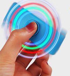 Argentina Venta al por mayor usb cargador de encendedor de giroscopio encendedor con linterna descompresión dedo gyro encendedor de cigarrillos Suministro