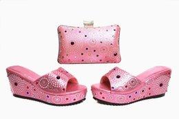 2019 совпадение Лучшие продажи розовые женщины платформа обувь с кристаллом украшения африканская обувь матч сумка набор для платья X17, каблук 7 см скидка совпадение