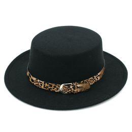 Tapa plana de leopardo online-Nueva moda mujer mezcla de lana Bowler Cap Pork Pie Hat Jazz sombrero de ala ancha Flat Top Hat Boater Sailor Cap Leopard Lether cinturón