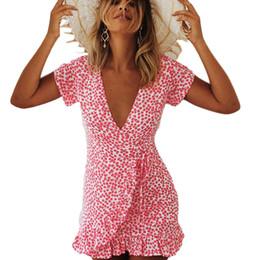 Boho Polka Dot Imprimir Rosa Vestido de Verão Sexy Profundo Decote Em V Manga Curta Ruffles Chiffon Mini Vestido Praia Caixilhos Robe Ete Plus Size cheap plus size beach dress s de Fornecedores de mais tamanho vestido de praia s