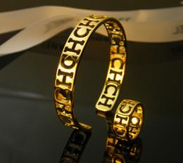 f146b527991a Brazalete de acero de titanio Brazalete de oro CH Brazalete de diseñador de  forma de plata C con letras CH para ahuecar hacia fuera para la marca de la  ...