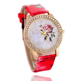reloj rosa patrón Rebajas Moda impresa damas de cuero relojes diamante rosa patrón cáscara de oro reloj de cuarzo mujeres chica regalo del partido nuevo vestido causal vestido
