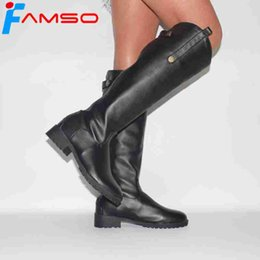 2019 botas grises sexy FAMSO 2018 Tamaño grande34-43 Mujeres Botas Negro Blanco Gris Diseñador Marca Pisos Tacones Zapatos Invierno top Moda Sexy Rodilla Botas Altas botas grises sexy baratos