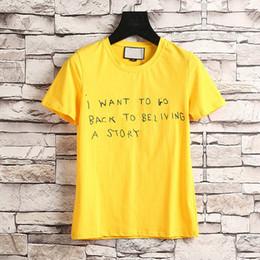 2019 etiquetas de moda 2018 moda de lujo Marca de la etiqueta de los hombres camiseta Diseñador Qué vamos a hacer la raya verde roja letra de impresión Runway Tees Casual Top rebajas etiquetas de moda