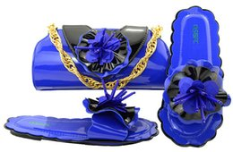royal blue decorations for party Promo Codes - Elegant royal blue low heel 0.5CM sandals with flower decoration african shoes match handbag set for dress MM1053