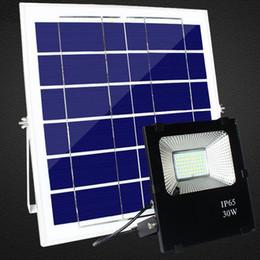 Farola led de alta potencia online-El panel accionado solar de alta calidad de 30W 50W 100W llevó las luces de inundación al aire libre del control remoto reflector al aire libre Luz de calle al aire libre